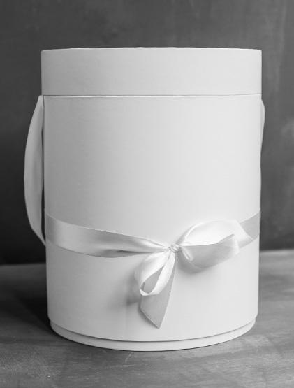 Белая шляпная коробка