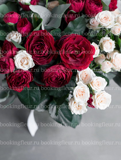 Монобукет из 25 кустовых роз Jana & Ruby