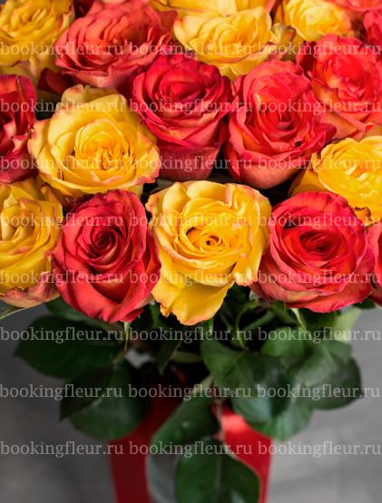 Монобукет из 25 оранжевых и желтых роз