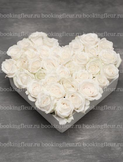 """Букет-сердце из белых роз """"Нежность"""""""