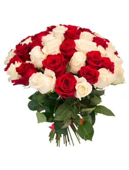 Букет микс из 51 цветной розы